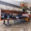 Das Konzept von DSTRCT 38 von edler Mode bis zum maßgeschneiderten Business Outfit spiegelt sich auch im außergewöhnlichen Bodendesign wieder.